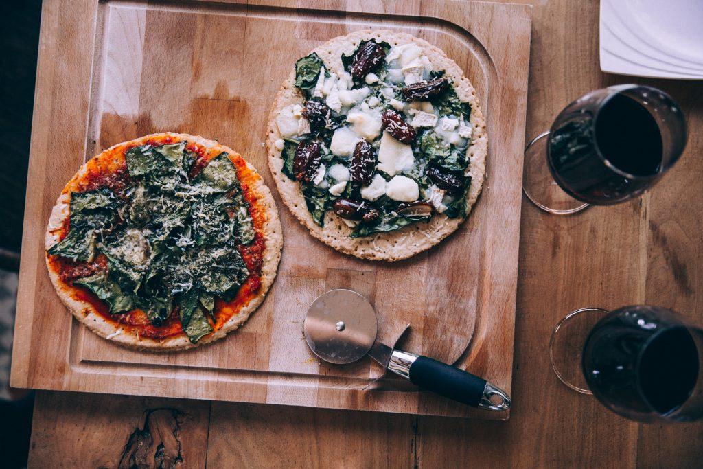 Pizza y vino la comida de dioses